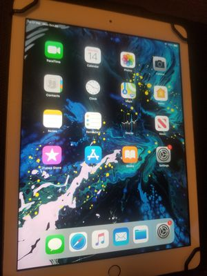 Apple iPad 5 32GB 9.7in A1822 Wi-Fi Space Gray Dual camera 1.8ghz A9 processor 1.8 megapixel & 1.2MP 5th Generation with black case for Sale in Minneapolis, MN