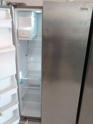 Frigidaire side by side stainless steel refrigerator new scratch and dents good condition 6 months warranty for Sale in Mount Rainier, MD