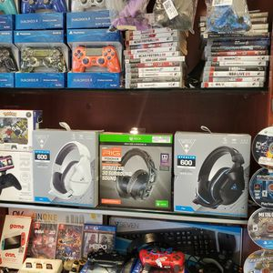 XBOX ONE HEADPHONES NEW for Sale in Hialeah, FL