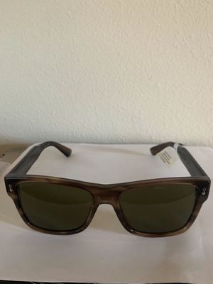 Authentic Gucci gg 0052s sunglasses for Sale in Seattle, WA