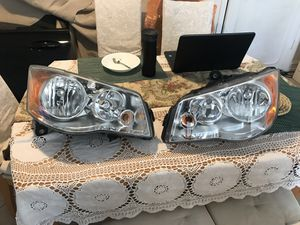 CRYSLER TOWN & COUNTRY HEADLIGTHS BOTH SIDES 2009-2016-OEM ORIGINAL for Sale in Tamarac, FL
