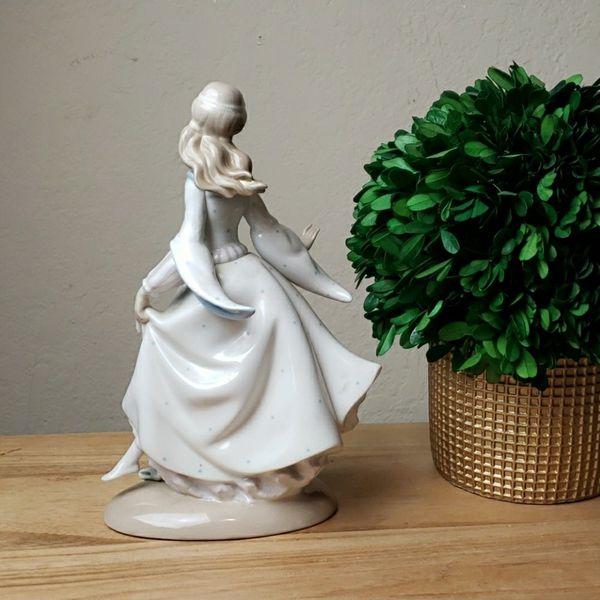 Vintage Lladro #4828 Cinderella Figurine
