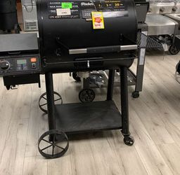 OKLAHOMA JOE PELLET SMOKER Y for Sale in China Spring,  TX