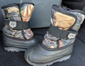 Snow boots sz 9 c for Sale in Buffalo, NY