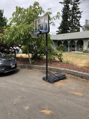 Basketball hoop for Sale in Parkland, WA