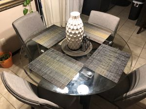 4 chair dining table for Sale in Andover, KS