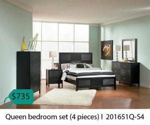 Queen bedroom set 4 pieces for Sale in Anaheim, CA