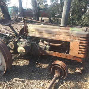 JOHN DEERE B TRACTOR for Sale in Madera, CA