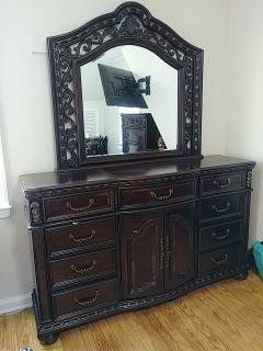 BOB's Furniture Dresser with Mirror Brown for Sale in Queens, NY