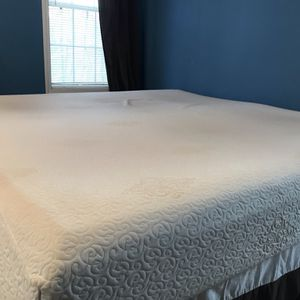 Free King Bed for Sale in Powder Springs, GA