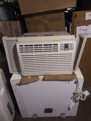 Samsung 8,000 but window AC unit for Sale in Columbus, OH