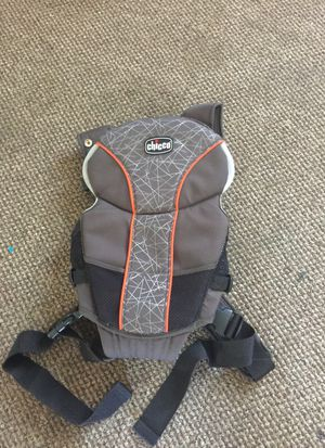 Chicco baby carrier for Sale in Everett, MA