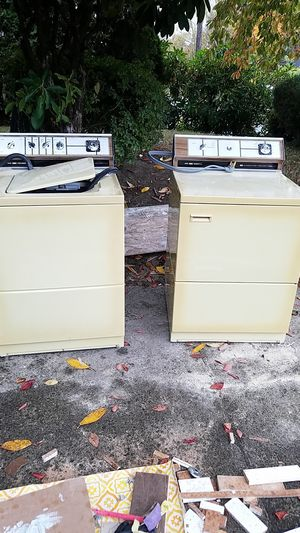 CROWN Frigidaire washer and dryer for Sale in Milwaukie, OR