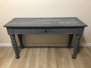 Small table/desk for Sale in Vista, CA