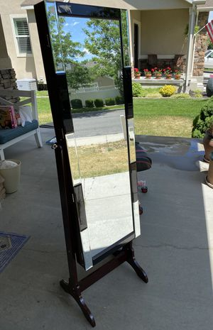 Brand new Jewelry mirror stand with LED light for Sale in West Valley City, UT