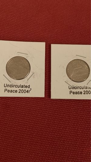 Uncirculated set of 1 Denver an 1 Philadelphia mint 2004 peace nickels for Sale in Fresno, CA