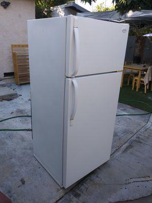 Refrigerator para apartamento exelentes condisines for Sale in Lynwood, CA