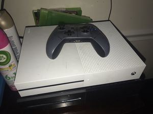 Xbox one s with controller for Sale in Silver Spring, MD