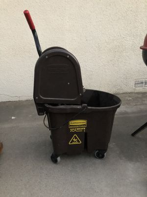Rubber mail commercial mop bucket and wringer for Sale in Fresno, CA