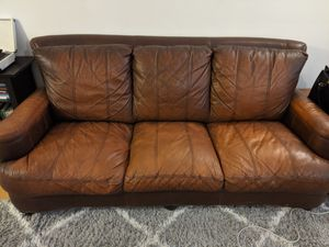 Brown Leather Couch for Sale in Fountain Valley, CA