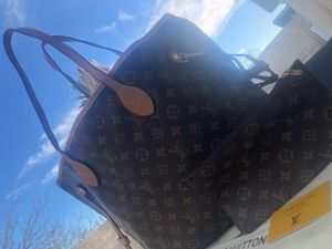 New tote gm size with wristlet for Sale in Reno, NV