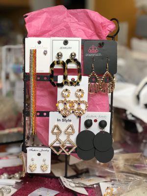 Fashion earrings 7pc for Sale in Phoenix, AZ