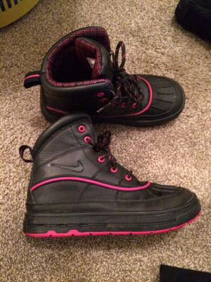 Nike Sneaker Snow Boots Size 2.5Y for Sale in Harleysville, PA