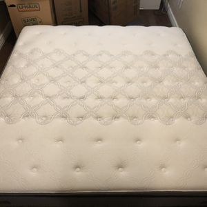 Sealy Posturepedic King Size Mattress Like New for Sale in Glendale, AZ