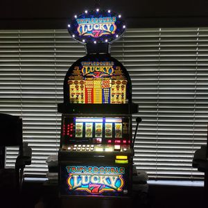 TRIPLE DOUBLE LUCKEY SLOT MACHINE for Sale in Odessa, FL