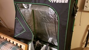 "Vivosun tent 2×4×4'10"" with light system 10 econo,gro 400mh metal hailed 400 watt lamp + ect 150.00 all for Sale in Salem, OR"