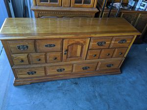 """Broyhill dresser only $70..18""""d 65""""l,32"""" tall for Sale in Central Falls, RI"""