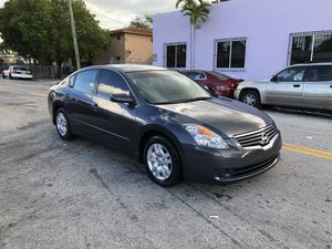 2009 Nissan Altima 100k miles/ clean tittle for Sale in Miami, FL