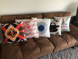 Throw Pillows/couch Cushions- 5 Count for Sale in Detroit,  MI