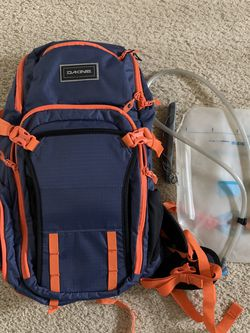 Dakine Backpack Drafter 14L Hydration Pack for Sale in Bothell,  WA