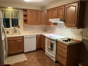 Oak Kitchen Cabinets for Sale in Oregon City, OR