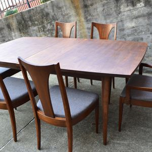 Mid Century Broyhill Saga Dining set with 6 chairs & 1 leaf for Sale in Hampton, VA