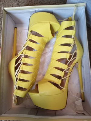 Yellow Heels size 7 for Sale in Grand Prairie, TX