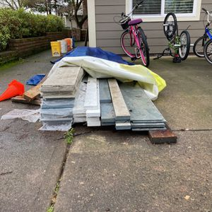 """James Hardie Siding $260.00 CHEAP!!! 40 Peace's Of 8 1/4 Cedar Mill, 14 Peace's Of 4"""" Trim And One 4by8 Panel Good Deal. for Sale in Woodburn, OR"""