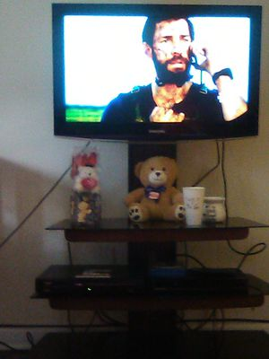 32inch Samsung TV and tv stand both in good condition Allentown area for Sale in Tamaqua, PA