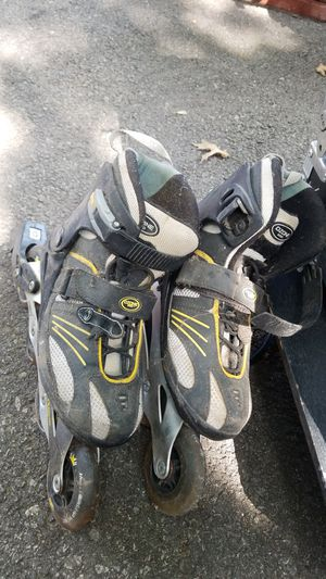 Size 6 roller blades for Sale in Cleveland, OH