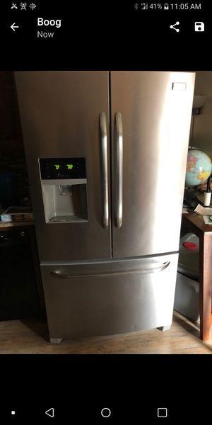 Frigidaire refrigerator/ bottom freezer for Sale in Crofton, MD
