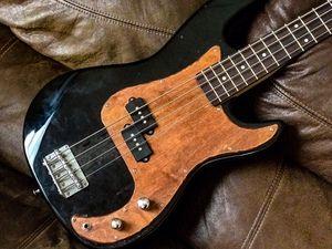 Bass guitar (bajo de 4 cuerdas) for Sale in Houston, TX