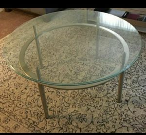 Round glass dining table for Sale in Kissimmee, FL