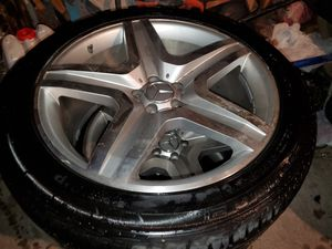 "Mercedes GL rims and tires 21"" Continental Cross Contact for Sale in Chicago, IL"