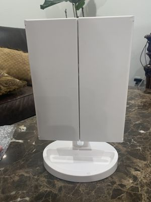 Makeup Vanity Mirror with Light for Sale in Corona, CA