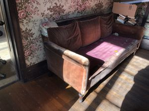 Free vintage sofa for Sale in University City, MO