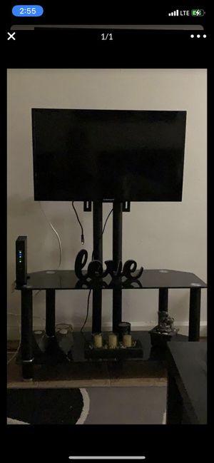 Televisor de 32 pulgadas con mesa for Sale in Tampa, FL