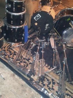 COMPLETE PEARL DRUM SET NEEDS SOME TLC HAVE EXTRA PARTS for Sale in Sacramento,  CA