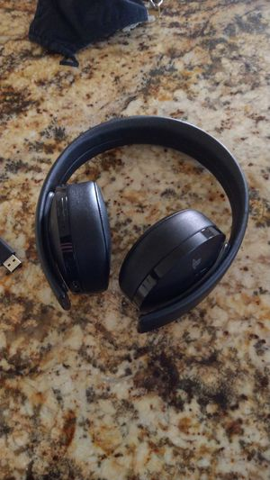 Playstation 4 Sony Gold Headset for Sale in Bellflower, CA