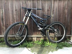 Mountain / downhill bike for Sale in Covina, CA